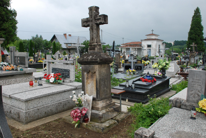 Pomnik na grobie ks. Karola Poprawskiego