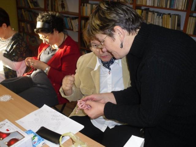 Warsztaty rękodzieła w Bibliotece w Iwoniczu-Zdroju
