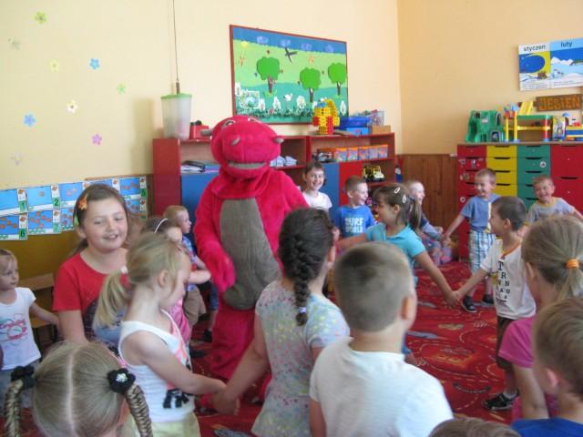 Przedszkole Gminne w Iwoniczu odwiedził smok NOVUŚ