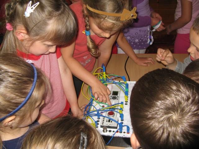 Studenci AGH gościli w przedszkolu w Iwoniczu