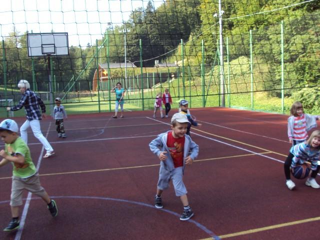 Zabawy sportowe na Orliku