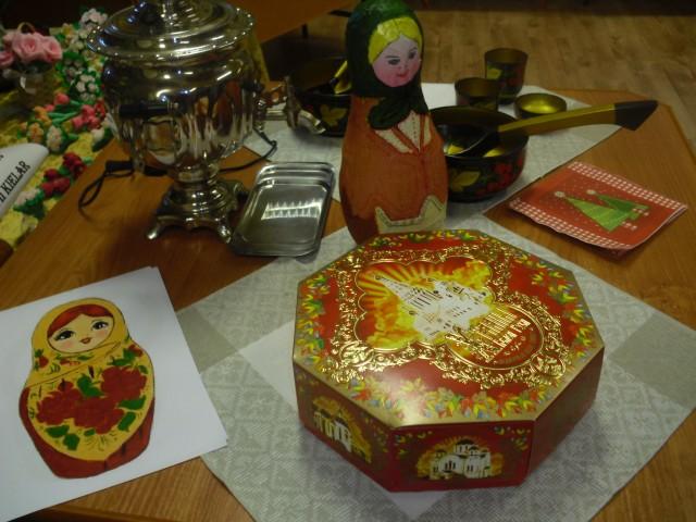 Rosyjskie czastuszki przy samowarze.